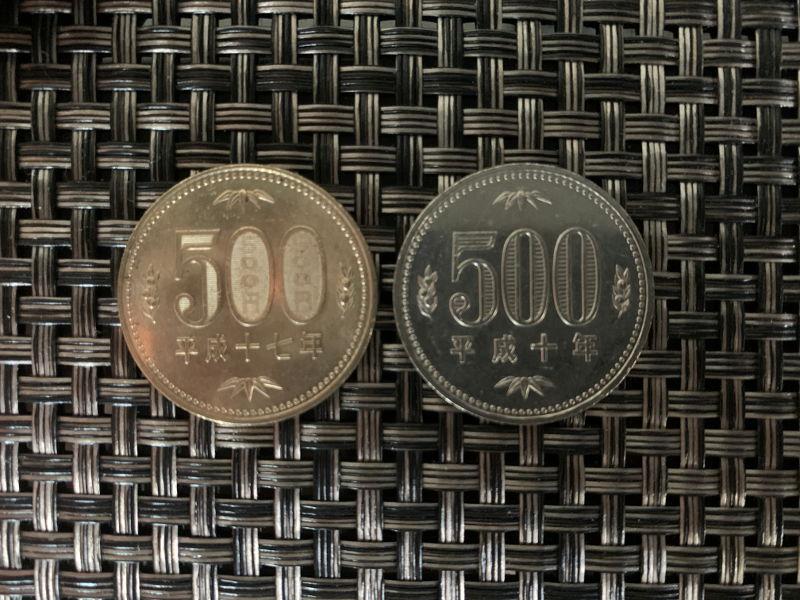 旧500円玉と新500円玉